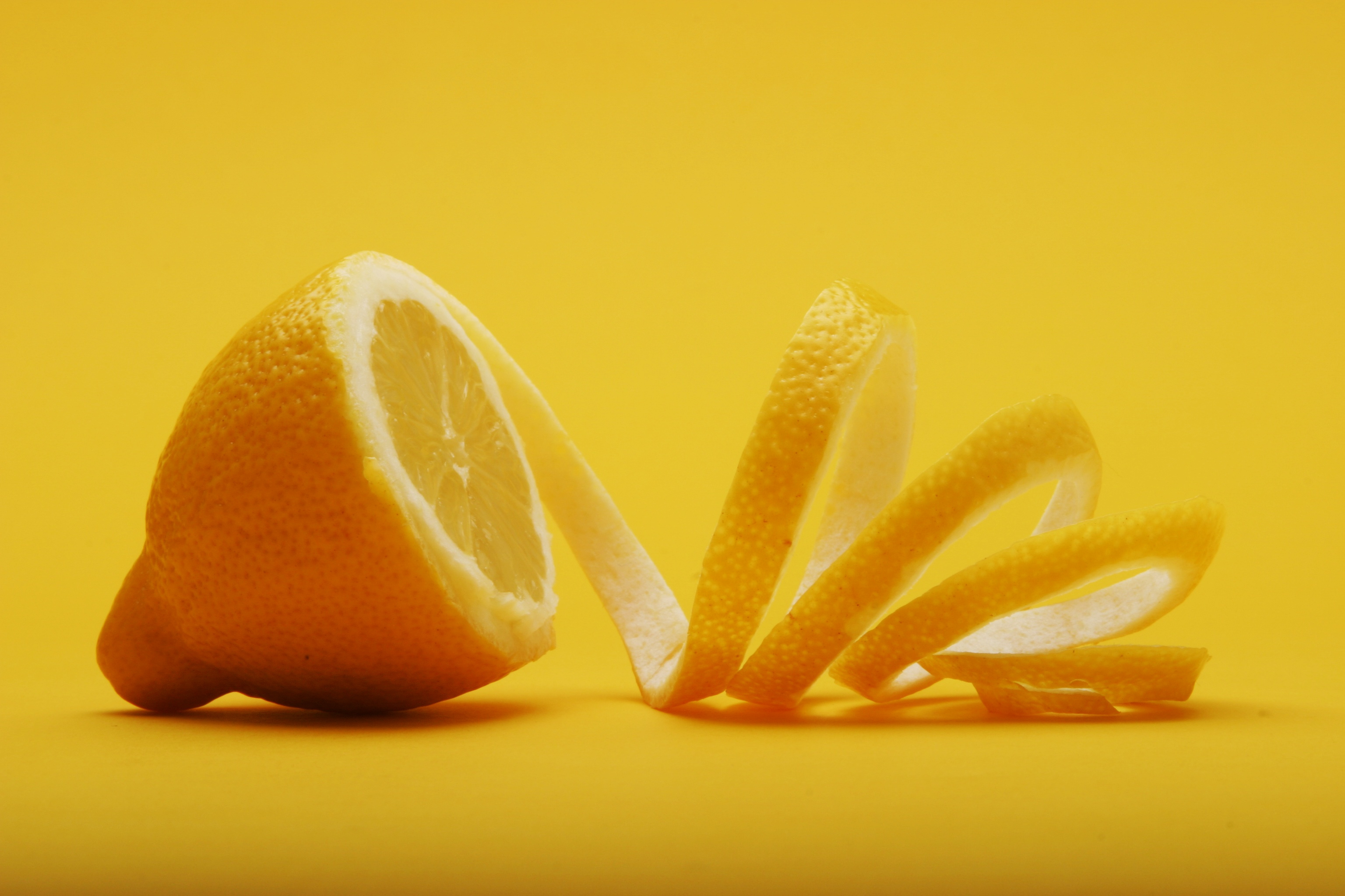 lemon-juice-acidic