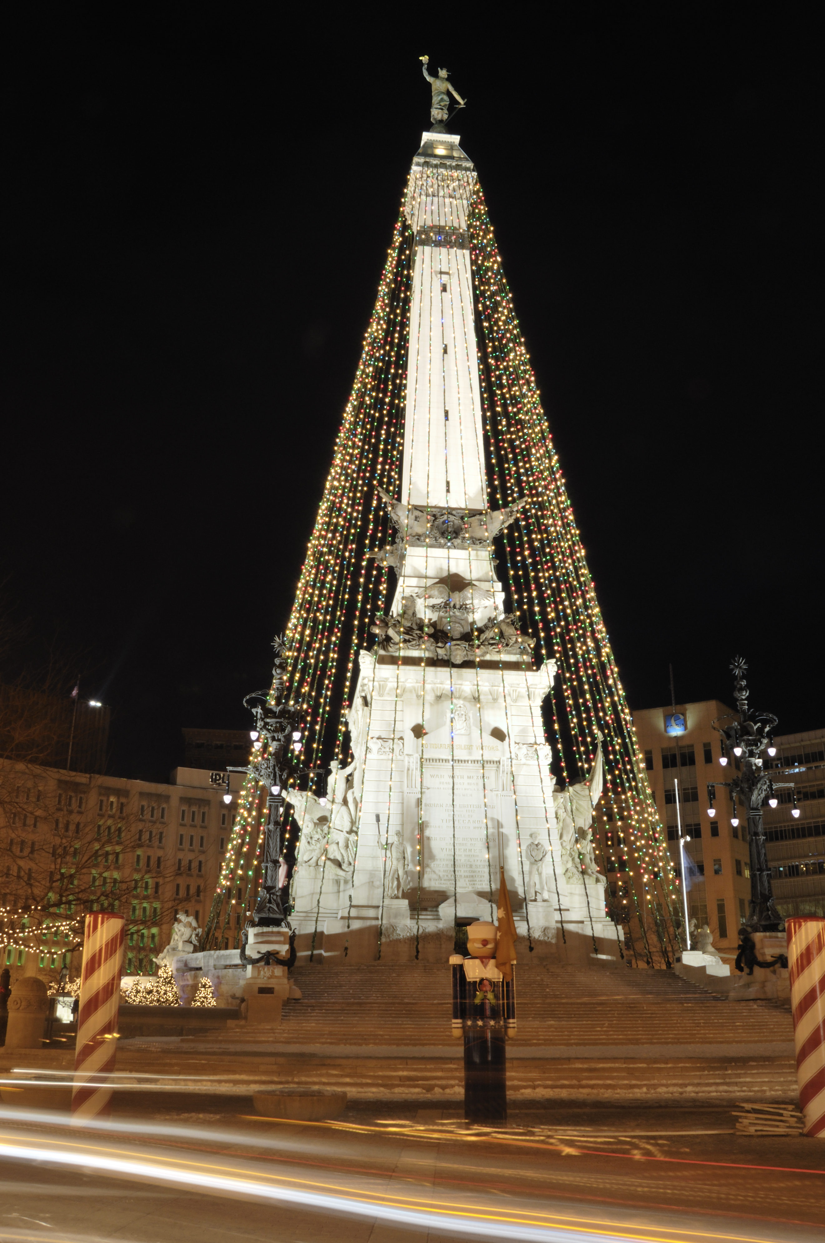 monument-circle-Christmas