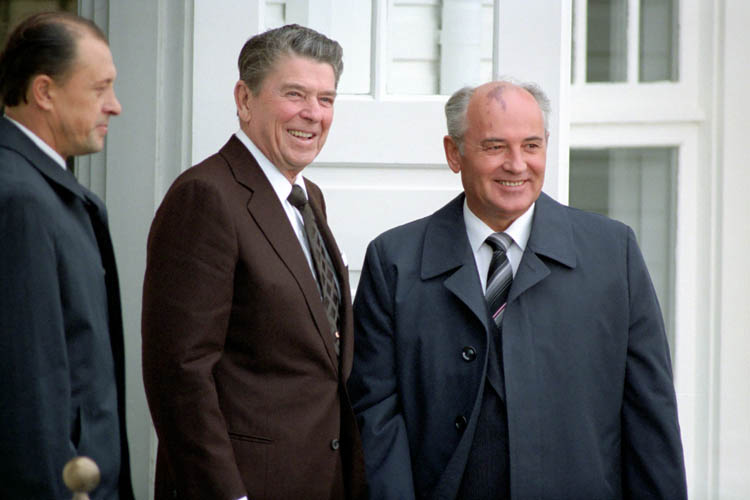 Gorbachev and Reagan 1986