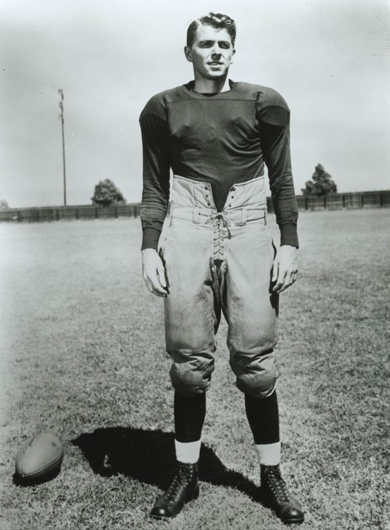 Ronald Reagan in Knute Rockne All American 1940