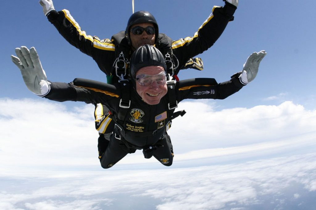 George-HW-Bush-skydiving