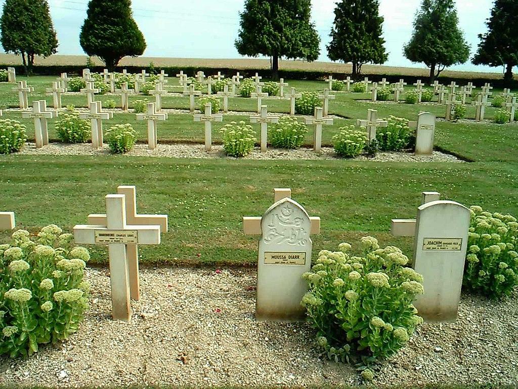 Battle of the Somme graves memorial