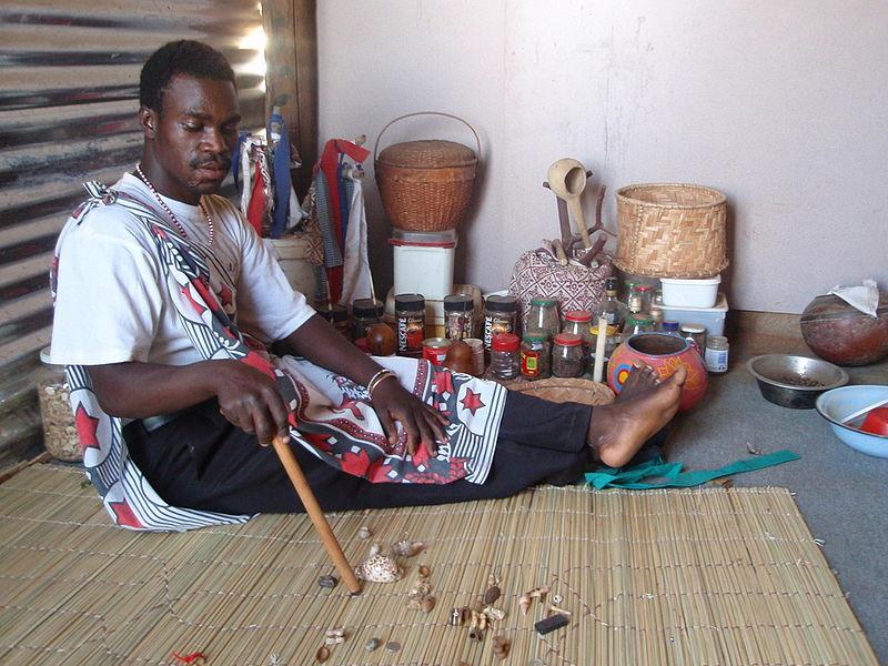 Sangoma reading the Bones